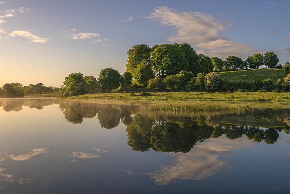River Shannon near O'Briensbridge (O'Briens Bridge), County Clare, Munster, Republic of Ireland, Europe - 1240-222