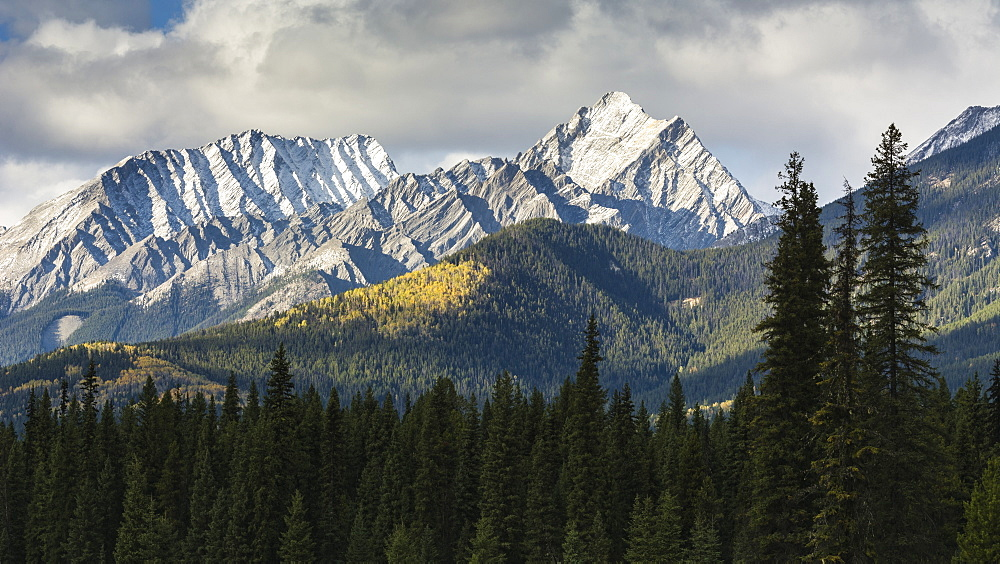 Selkirk Mountain Range in autumn, Kootenay National Park, UNESCO World Heritage Site, British Columbia, The Rockies, Canada, North America - 1241-113