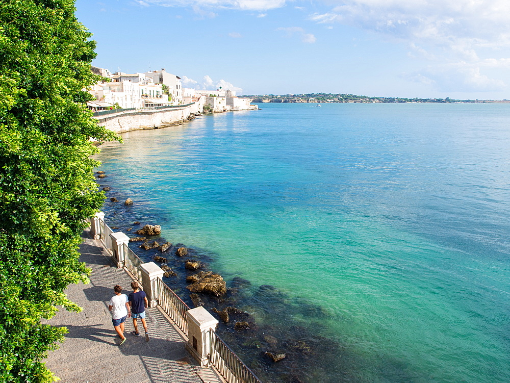 Coastal walkway along the seawall, Ortygia, Syracuse (Siracusa), Sicily, Italy, Mediterranean, Europe