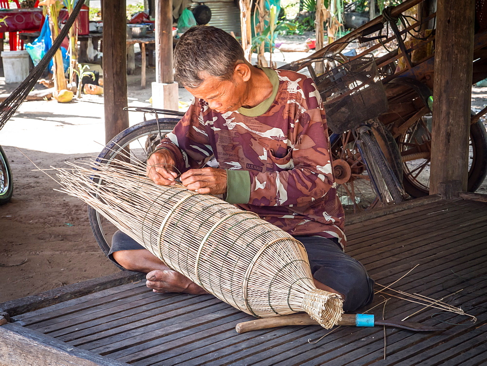 Man making a fish trap, village near Siem Reap, Cambodia, Indochina, Southeast Asia, Asia - 1242-194