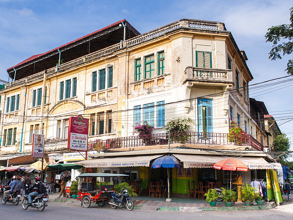 A building in the old French Quarter by the post office, Phnom Penh, Cambodia, Indochina, Southeast Asia, Asia - 1242-208