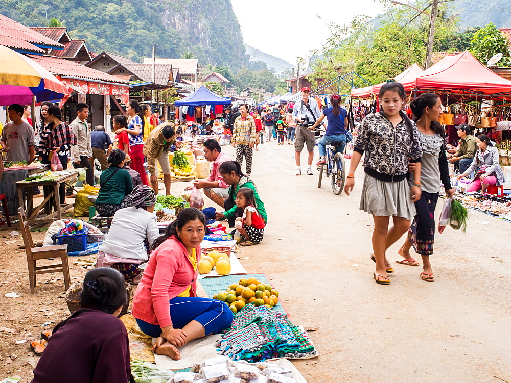 Outdoor market, Nong Khiaw, Laos, Indochina, Southeast Asia, Asia