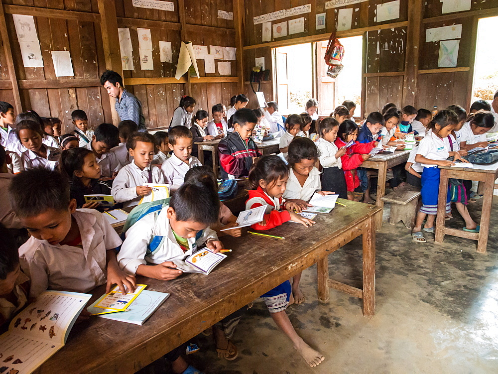 Primary school classroom full of students, Houy Mieng village, Laos, Indochina, Southeast Asia, Asia - 1242-230