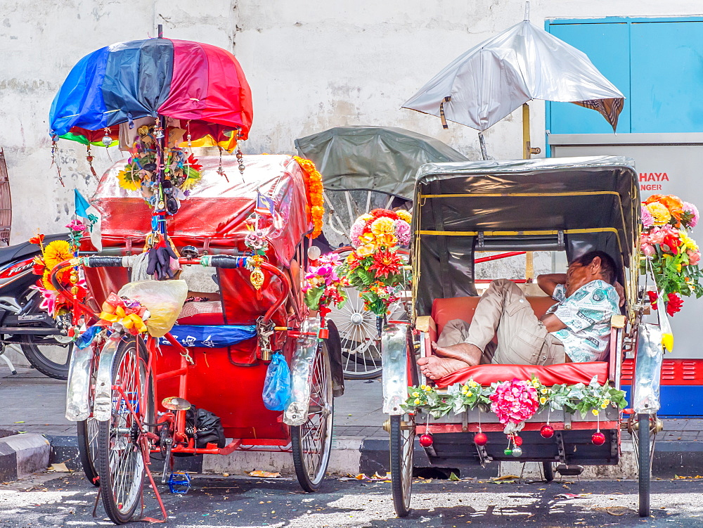 Resting rickshaw driver, Georgetown, Penang, Malaysia, Southeast Asia, Asia - 1242-91