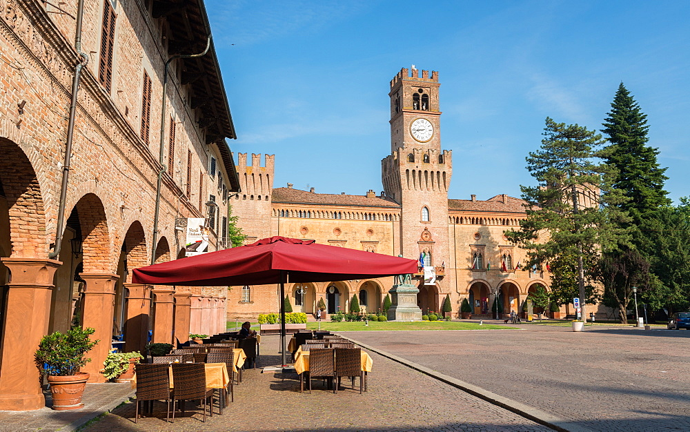 A cafe in Busseto, overlooking the Rocca Pallavicino, Busseto, Emilia-Romagna, Italy, Europe - 1243-146
