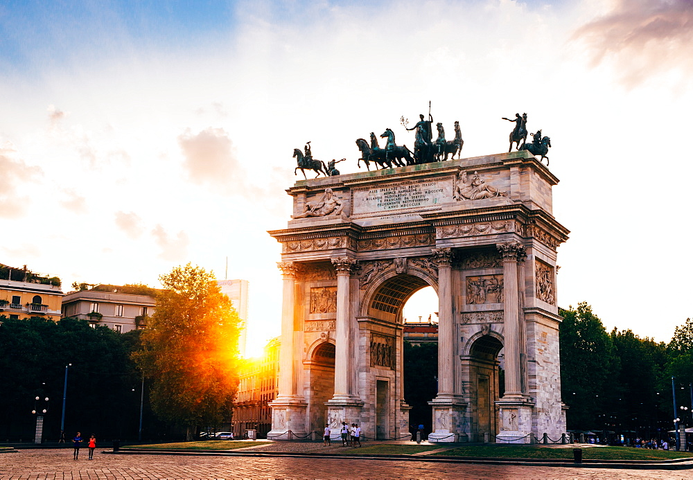 Arco Della Pace (Peace Arch) at sunset, in Milan, Lombardy, Italy, Europe