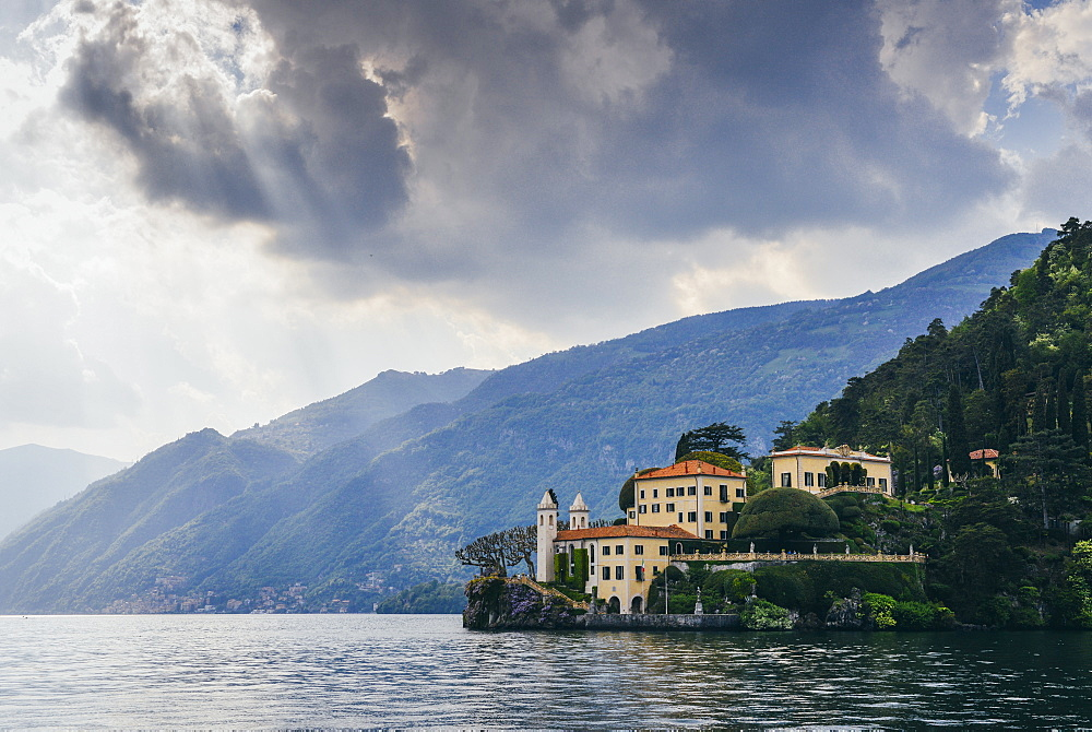 Beautiful Italian villa on waterfront of Lake Como, Lombardy, Italian Lakes, Italy, Europe