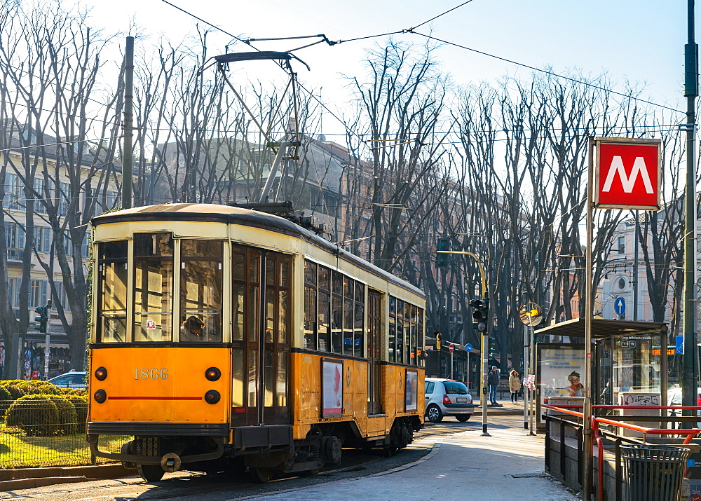 Metro Milan and traditional tram - 1243-42