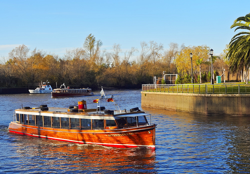 Vintage mahogany motorboat on the Tigre River Canal, Tigre, Buenos Aires Province, Argentina, South America - 1245-115