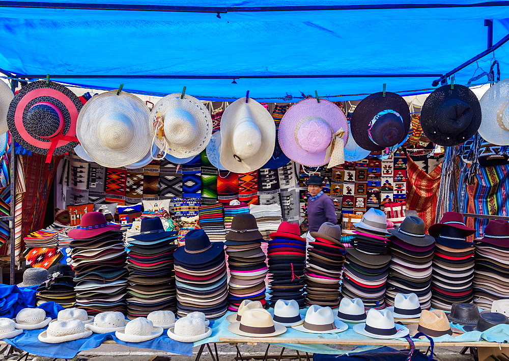 Saturday Handicraft Market, Plaza de los Ponchos, Otavalo, Imbabura Province, Ecuador, South America
