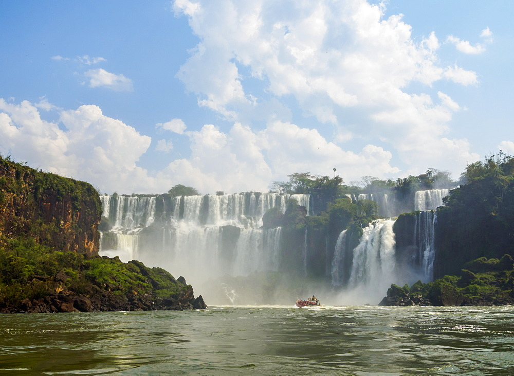 View of the Iguazu Falls, UNESCO World Heritage Site, Puerto Iguazu, Misiones, Argentina, South America