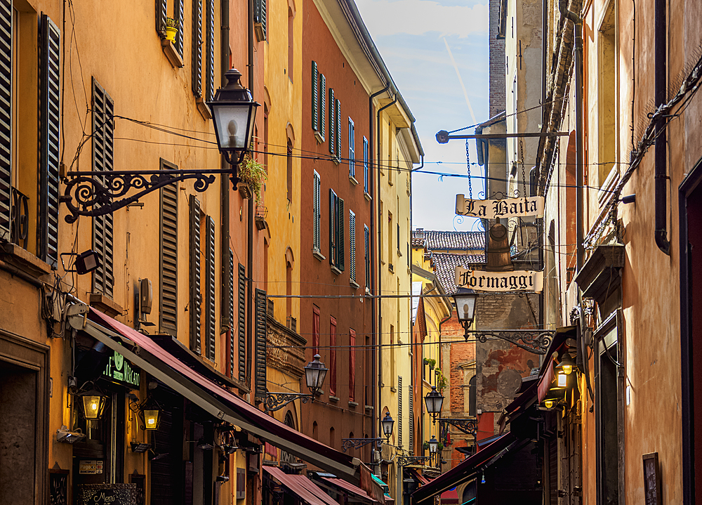 Via Pescherie Vecchie, Bologna, Emilia-Romagna, Italy, Europe