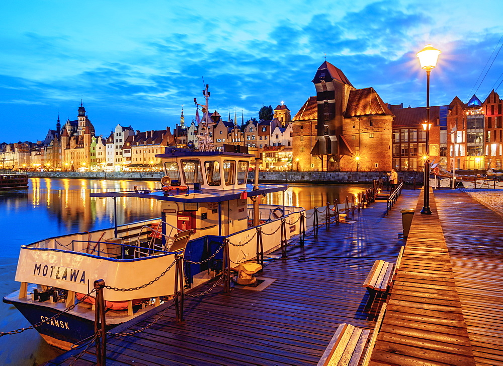 Motlawa River and Medieval Port Crane Zuraw at twilight, Old Town, Gdansk, Pomeranian Voivodeship, Poland, Europe