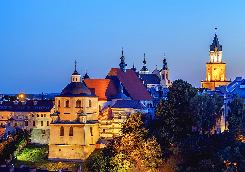 Poland, Lublin Voivodeship, City of Lublin, Old Town, Dominican Priory and Trinitarian Tower at twilight