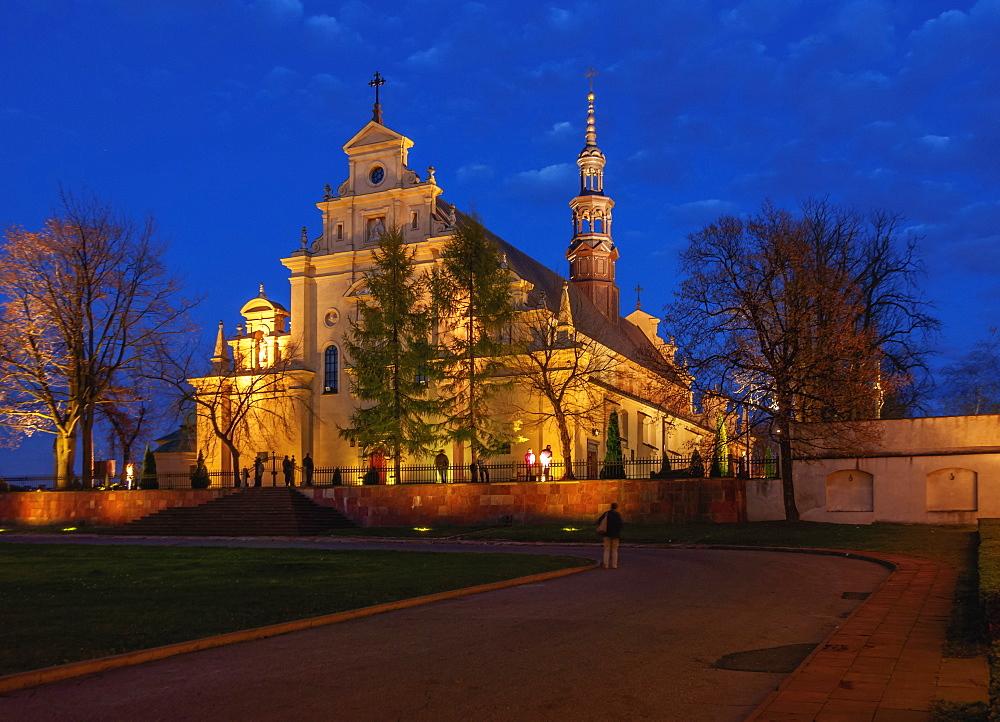 Poland, Swietokrzyskie Voivodeship, Kielce Cathedral Basilica at twilight
