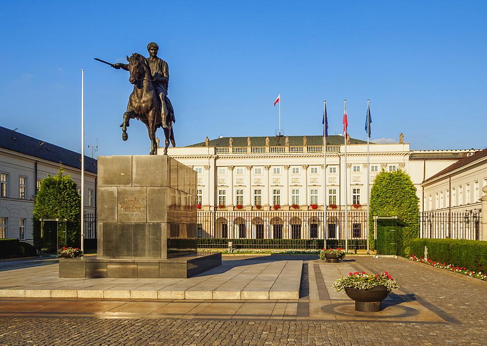 Poland, Masovian Voivodeship, Warsaw, Krakowskie Przedmiescie Street, Presidential Palace and Prince Jozef Poniatowski Statue