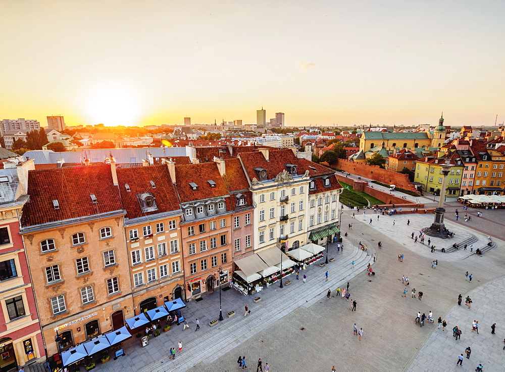 Elevated view of the Castle Square and Krakowskie Przedmiescie Street, Old Town, Warsaw, Masovian Voivodeship, Poland, Europe