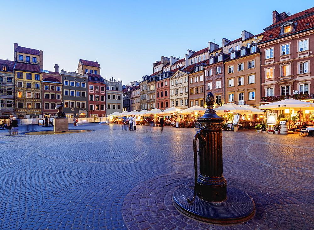 Poland, Masovian Voivodeship, Warsaw, Old Town Market Place at twilight