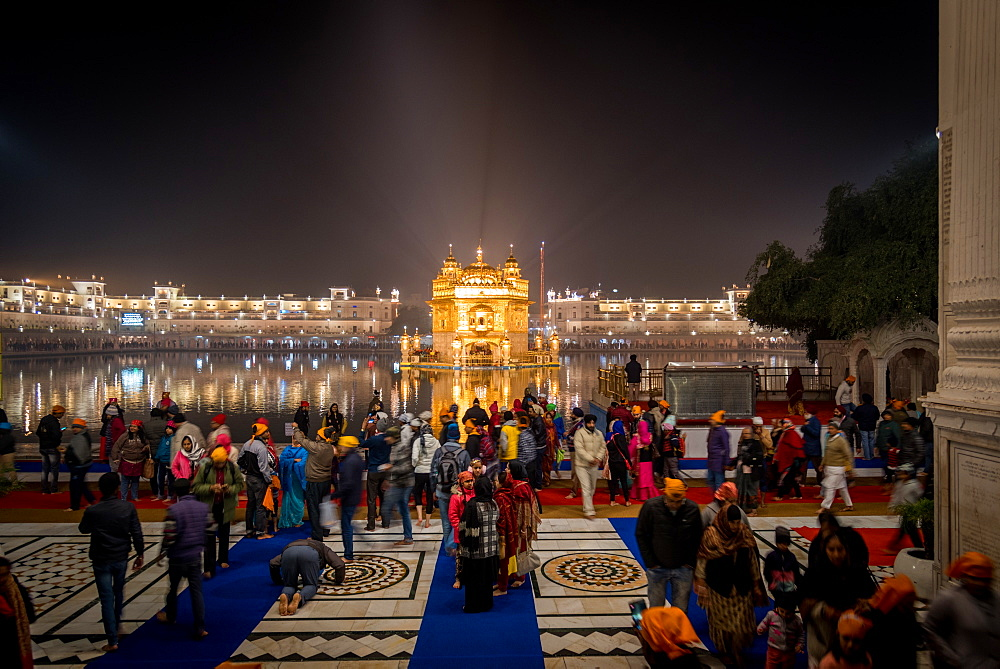 The Golden Temple at night, Amritsar, Punjab, India, Asia
