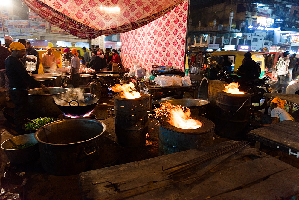 Flaming dishes on the streets as men prepare food for the Chandni Chowk Gudurwara, Delhi, India, Asia