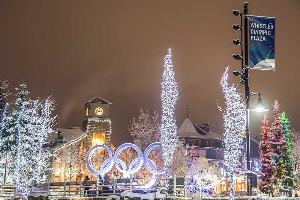 Whistler Village in winter, Whistler, British Columbia, Canada, North America - 1247-17