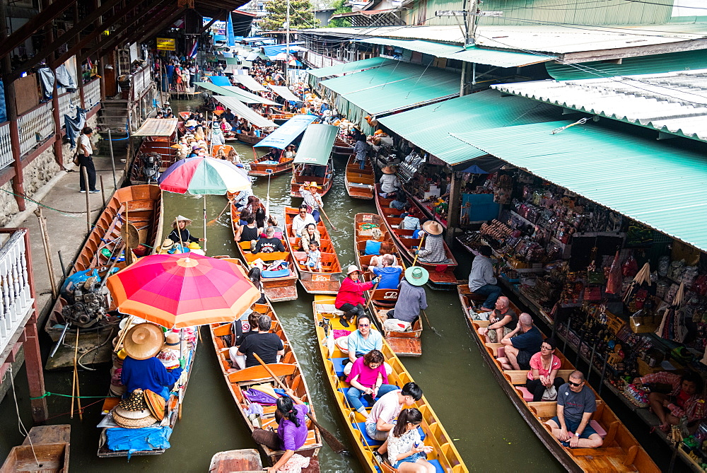 Dec 2017. The Damnoen Saduak Floating River Market, Bangkok, Thailand