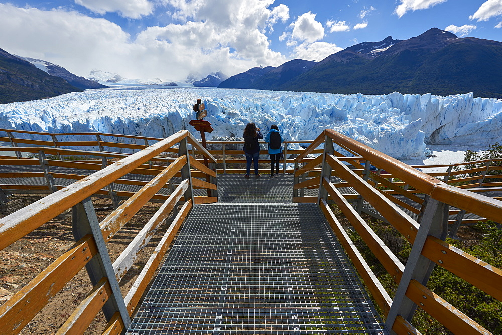 Two visitors at Perito Moreno Glacier in the Parque Nacional de los Glaciares (Los Glaciares National Park), UNESCO World Heritage Site, Patagonia, Argentina, South America