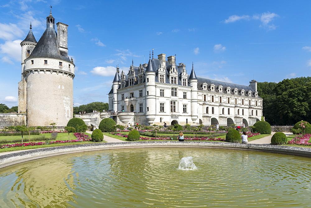 Fountain in the park of Chenonceau castle. Chenonceaux, Indre-et-Loire, France.
