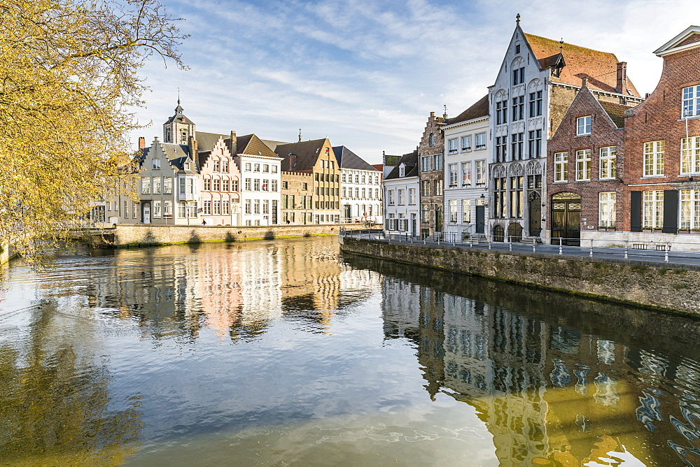 Houses on Langerei canal, Bruges, West Flanders province, Flemish region, Belgium, Europe