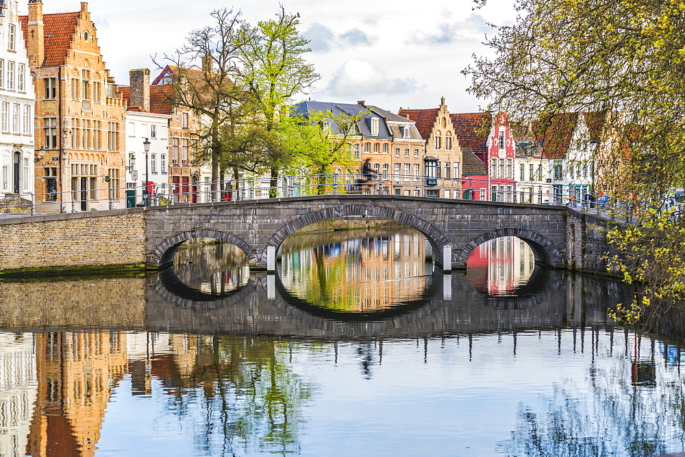 Bridge and houses on Langerei canal, Bruges, West Flanders province, Flemish region, Belgium, Europe