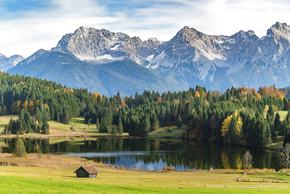 Lodges with Gerold lake and Karwendel Alps in the background, Krun, Upper Bavaria, Bavaria, Germany, Europe - 1251-400