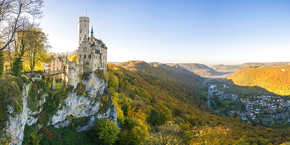 Lichtenstein castle in autumn, Lichtenstein, Baden-Wurttemberg, Germany, Europe - 1251-436