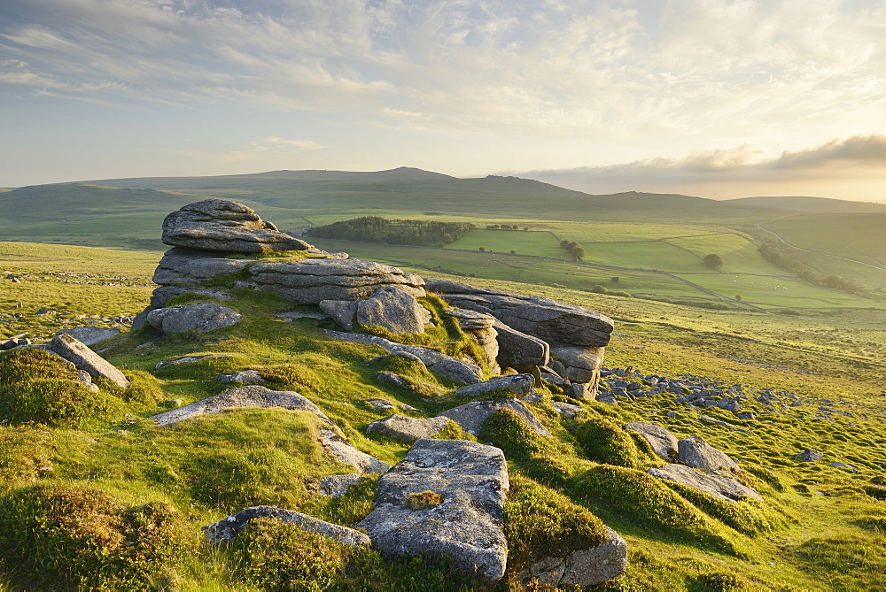 View from Belstone Common looking west towards Yes Tor on the northern edge of Dartmoor, Devon, England, United Kingdom, Europe - 1255-6