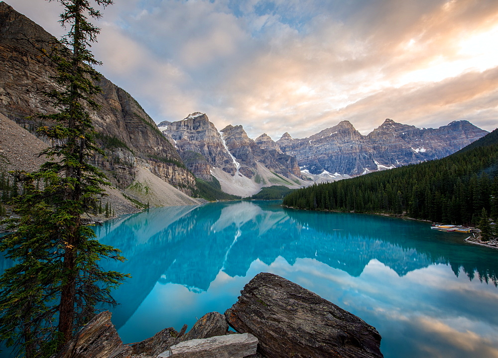 Moraine Lake at sunset in the Canadian Rockies, Banff National Park, UNESCO World Heritage Site, Alberta, Canada, North America - 1258-3