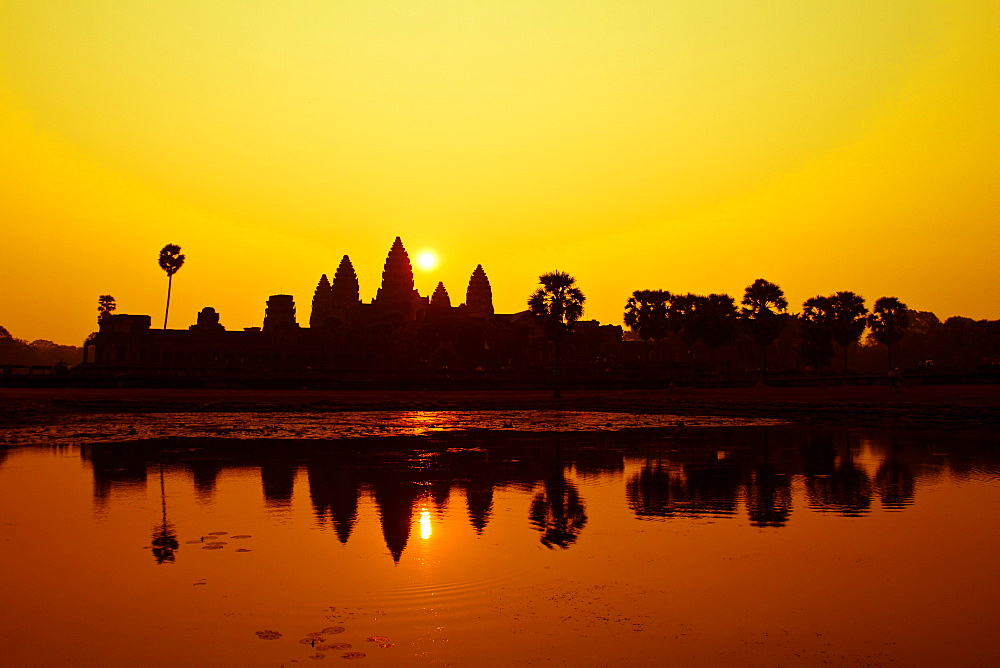 Sunrise at Angkor Wat, UNESCO World Heritage Site, Siem Reap, Cambodia, Indochina, Southeast Asia, Asia - 1262-3