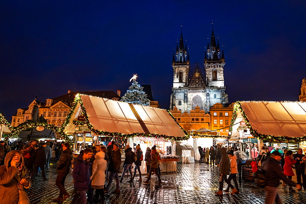 Christmas markets in Prague's Old Town Square, UNESCO World Heritage Site, Prague, Czech Republic, Europe