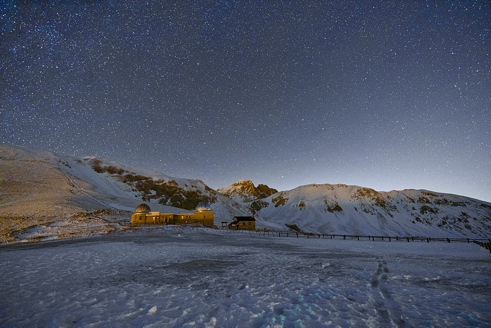 Italy, Abruzzo, Gran Sasso and Monti della Laga Park, Campo Imperatore by night in Winter