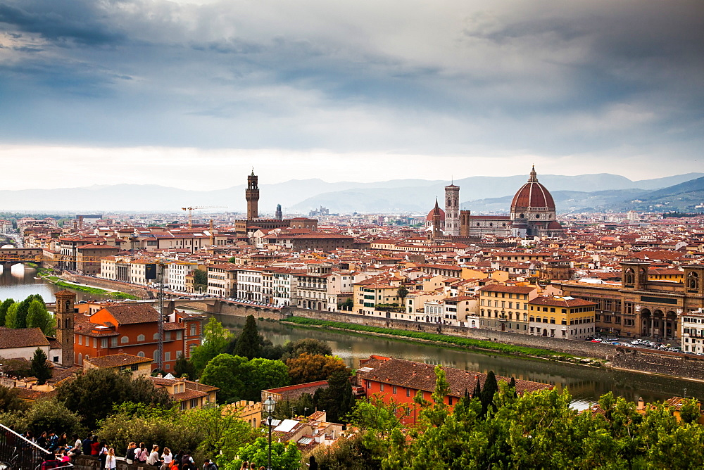 Florence panorama from Piazzale Michelangelo with Ponte Vecchio and Duomo, Florence, UNESCO World Heritage Site, Tuscany, Italy, Europe