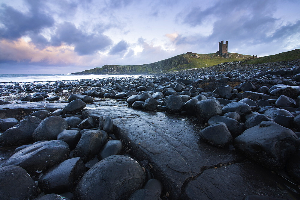 The ruins of Dunstanburgh Castle from close to Embleton, Northumberland, England, United Kingdom, Europe - 1266-104