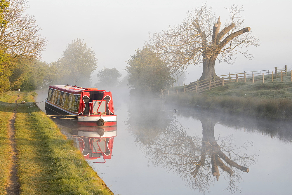 Barge (longboat) (narrowboat) moored on the Leeds Liverpool Canal in misty conditions shortly after sunrise near Skipton, North Yorkshire, Yorkshire, England, United Kingdom, Europe - 1266-13