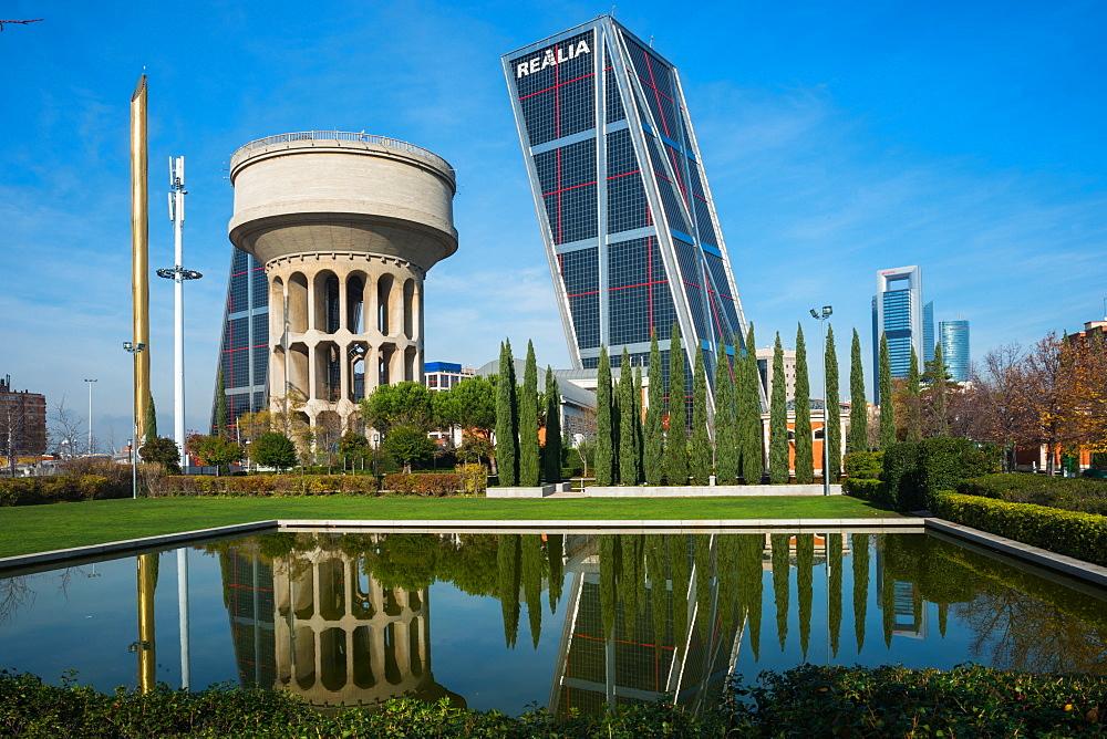 Parque Cuarto Deposito with Kio towers, Madrid, Spain, Europe