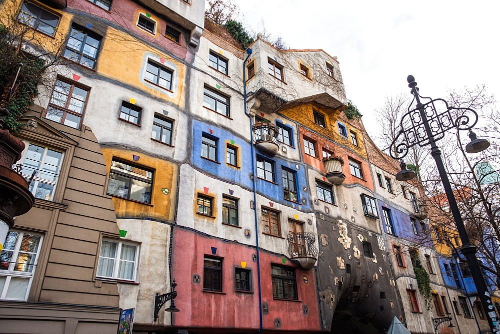 Hundertwasserhaus, Expressionist landmark and public housing, designed by Friedenreich Hundertwasser, Vienna, Austria, Europe