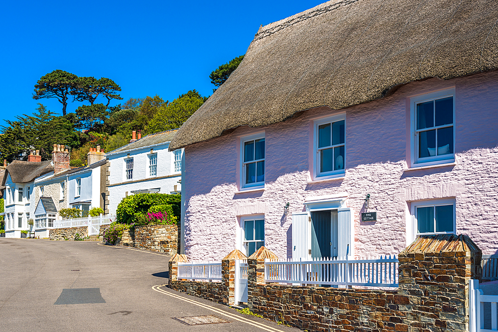 Scenic cottages on the seafront of St. Mawes, Cornwall, England, United Kingdom, Europe - 1267-467