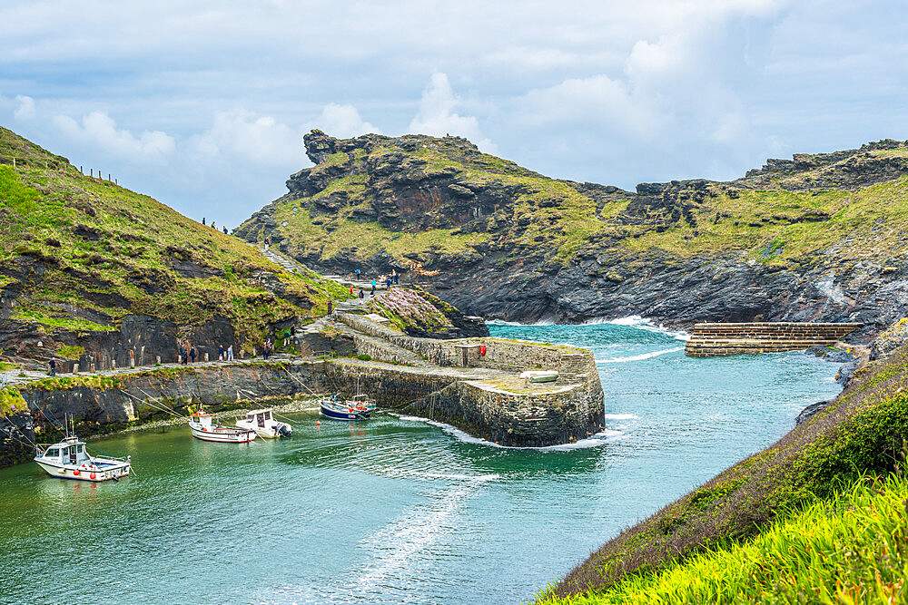 Boscastle Harbour entrance, Atlantic coast, Cornwall, England, UK. - 1267-504