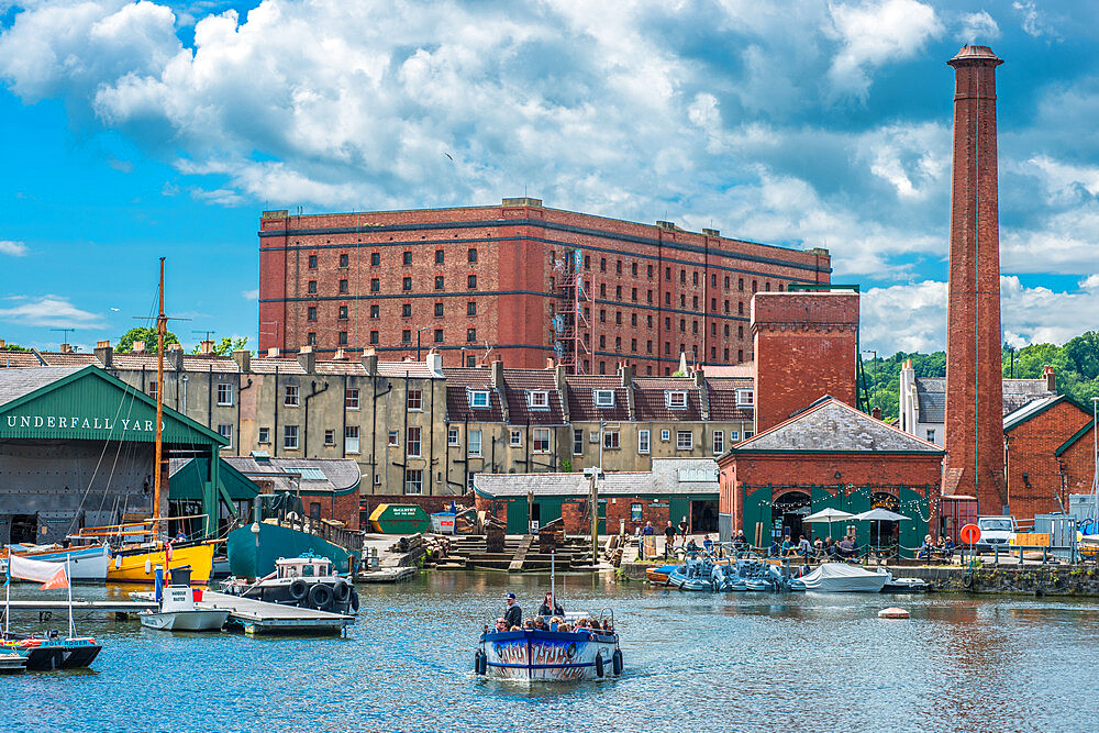 Floating Harbour at Underfall Yard with Victorian pump room & an old tobacco warehouse to the rear, Bristol, Avon, England, UK. - 1267-512
