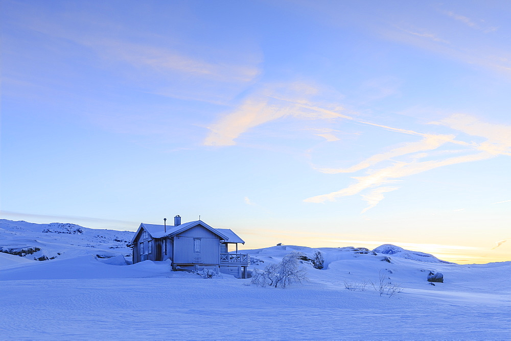 House isolated on the border between Norway and Sweden, Bjornfjell, Riskgransen, Norbottens Ian, Lapland, Sweden, Scandinavia, Europe - 1269-20