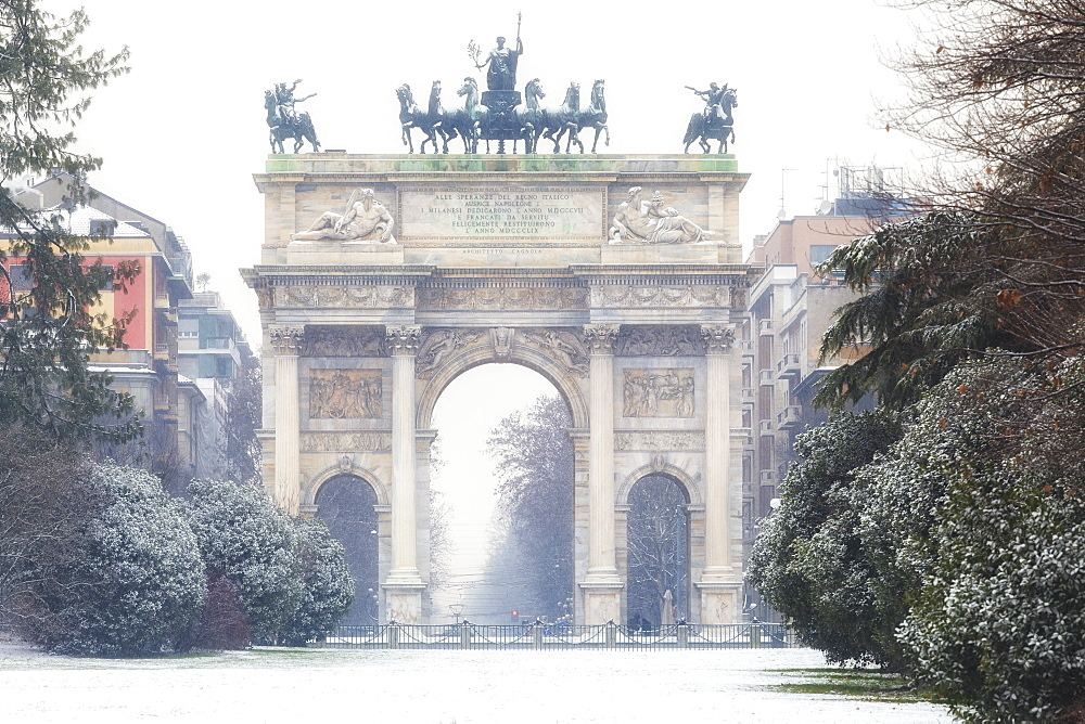 Arch of Peace after a snowfall, Milan, Lombardy, Northern Italy, Italy, Europe - 1269-82