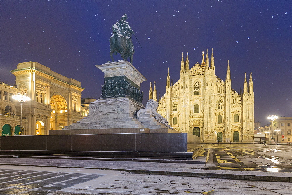 Monument of Napoleon in Piazza Duomo during a snowfall at twilight, Milan, Lombardy, Northern Italy, Italy, Europe - 1269-94