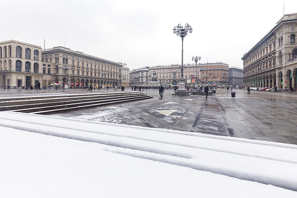 Piazza Duomo (Duomo Square) after a snowfall, Milan, Lombardy, Northern Italy, Italy, Europe