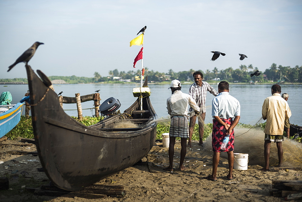 Fishermen on Mahatma Gandhi Beach, Fort Kochi (Cochin), Kerala, India, Asia - 1272-179